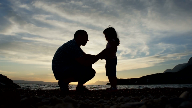 father-and-daughter-silhouette_nk8dumk9__F0000